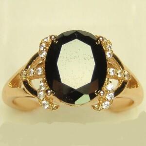 Благородное кольцо «Виконт» с чёрным фианитом в красивой позолоченной оправе купить. Цена 185 грн