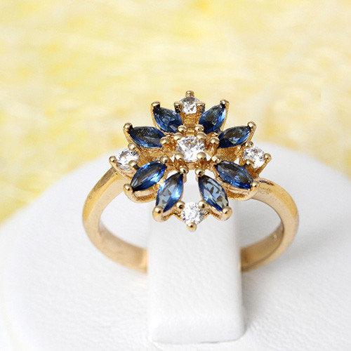 Невероятное кольцо «Василёк» с синими и белыми цирконами в полозоте купить. Цена 185 грн