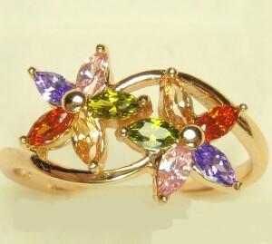 Яркое кольцо «Букетик» в виде цветов с разноцветными камнями в оправе из медзолота купить. Цена 175 грн