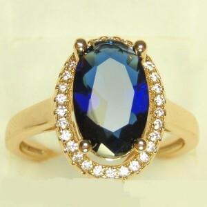 Богатое кольцо «Шедевр» с большим камнем синего цвета в обрамлении из страз в позолоте купить. Цена 199 грн