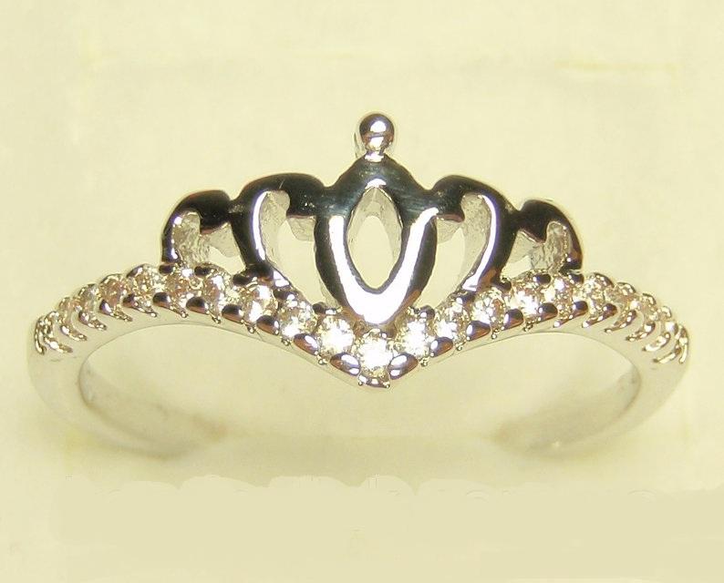 Тонкое кольцо «Диадема в белом» с мелкими фианитами и родиевым покрытием купить. Цена 165 грн