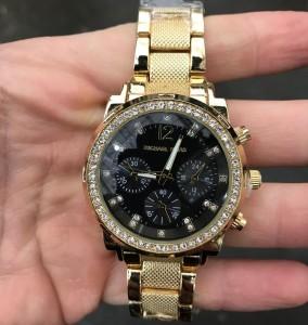 Фешенебельные часы «Michael Kors» с крупным корпусом со стразами и металлическим браслетом фото. Купить