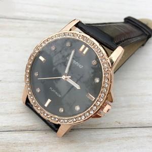 Потрясающие часы «Geneva» с красивым фактурным циферблатом, стразами и чёрным ремешком купить. Цена 275 грн