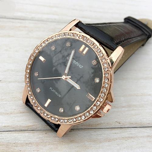 Потрясающие часы «Geneva» с красивым фактурным циферблатом, стразами и чёрным ремешком купить. Цена 299 грн