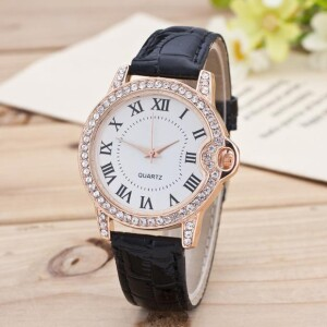 Симпатичные часы «Gerryda» с римскими цифрами на белом циферблате фото. Купить