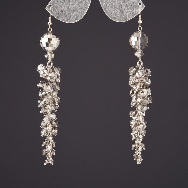 Серебристые серьги «Хрусталёв» большой длины из бусин чешского хрусталя купить. Цена 175 грн
