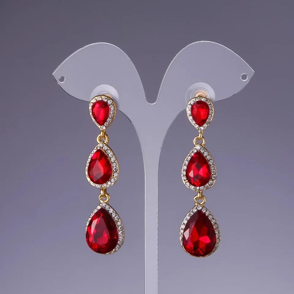 Яркие серьги «Камилла» с каплевидными камнями красного цвета купить. Цена 245 грн