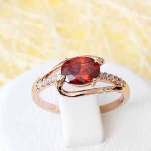 Изящное кольцо «Вилена» с овальным красным камнем в позолоченной оправе купить. Цена 175 грн