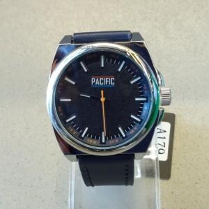 Необычной формы часы «Pacific» с крупным корпусом и синим ремешком купить. Цена 899 грн