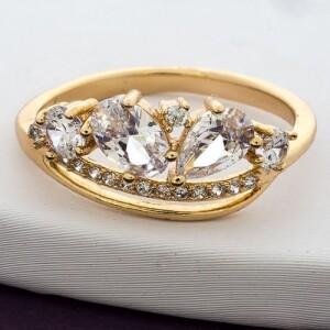 Чудное кольцо «Счастье» замысловатой формы с камнями и позолотой купить. Цена 185 грн