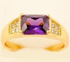 Утончённое кольцо «Пабло» с прямоугольным фианитом аметистового цвета купить. Цена 145 грн