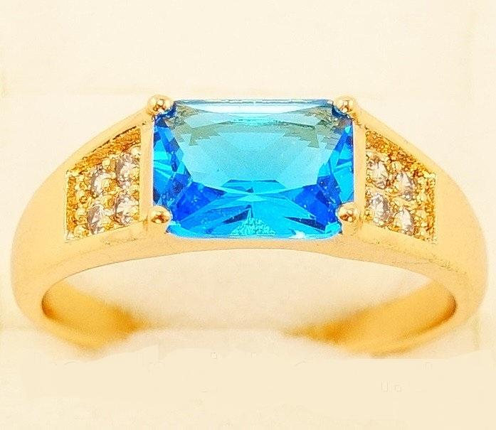 Позолоченное кольцо «Пабло» с нежно-голубым камнем прямоугольной формы купить. Цена 145 грн