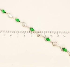Нежный браслет «Пиковый» серебряного цвета с бесцветными и зелёными фианитами купить. Цена 335 грн