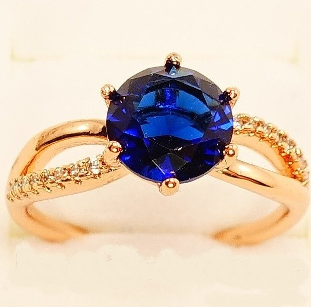 Очаровательное кольцо «Француаза» с синим фианитом и покрытием из золота купить. Цена 175 грн