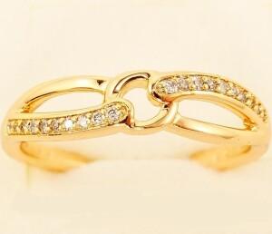 Вычурное кольцо «Петельки» витой формы с бесцветными цирконами и позолотой купить. Цена 155 грн
