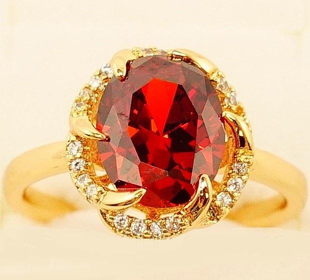 Оригинальное кольцо «Арагон» с красным камнем и золотым покрытием купить. Цена 190 грн