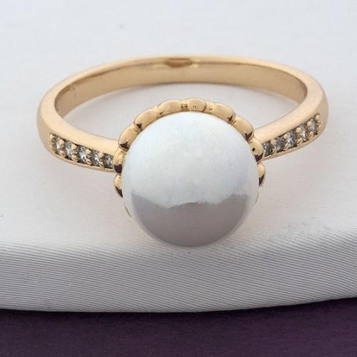 Небольшое кольцо «Кира» с белой жемчужиной, фианитами и высококлассной позолотой купить. Цена 145 грн