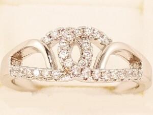 Прекрасное серебристое кольцо «Шанель в белом» с родиевым покрытием купить. Цена 175 грн