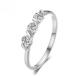 Обыкновенное кольцо «Трио в белом» с камнями в тонкой родиевой оправе купить. Цена 155 грн