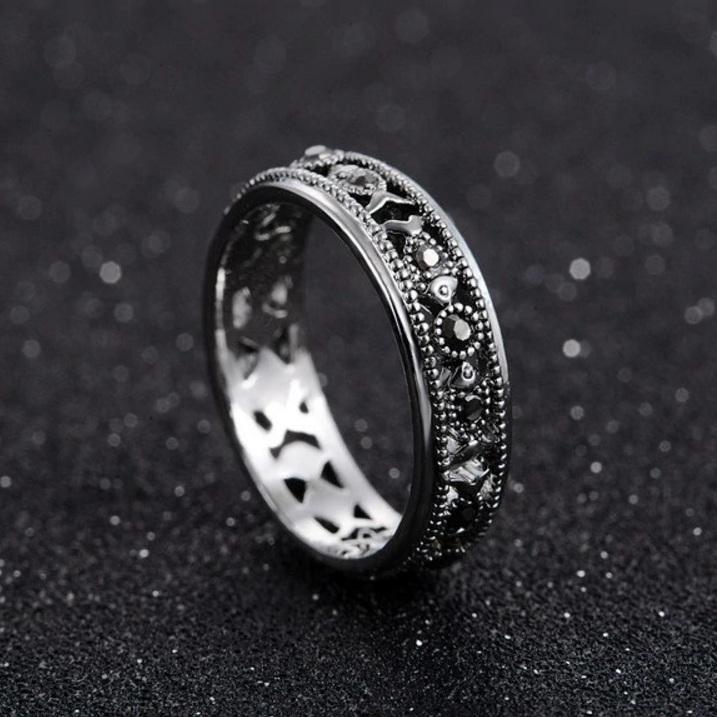 Античное кольцо «Пескари» с маленькими рыбками и серыми стразами купить. Цена 175 грн