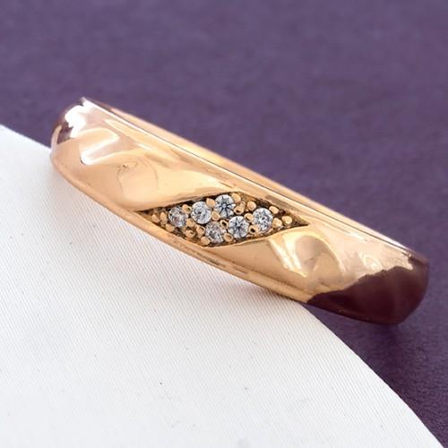 Недорогое кольцо «Скромность» в форме обручки с камнями и позолотой купить. Цена 125 грн