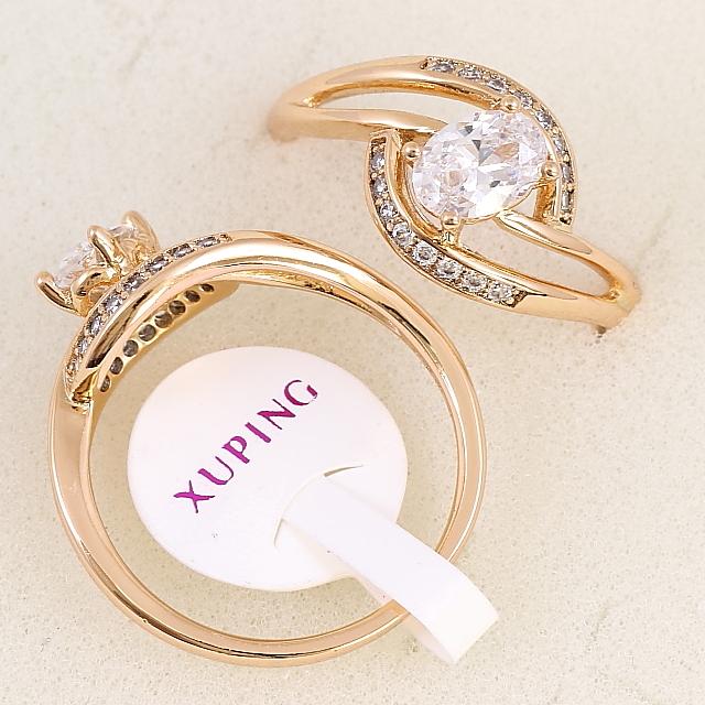 Позолоченное кольцо «Венера» классической формы с крупным овальным фианитом купить. Цена 175 грн
