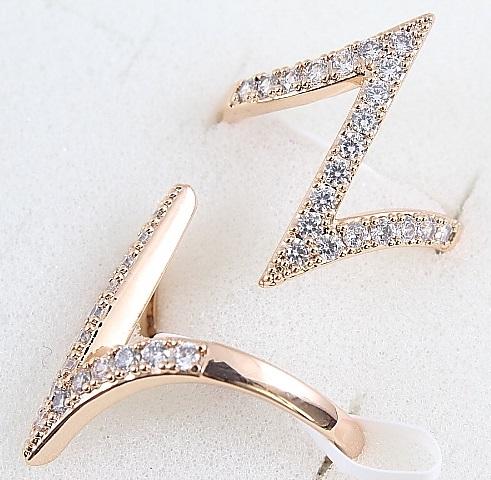 Необычное кольцо «Молния» в форме зиг-зага из камней в позолоте купить. Цена 185 грн