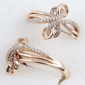 Замысловатое кольцо «Узелок» с фианитами и покрытием из розового золота купить. Цена 185 грн