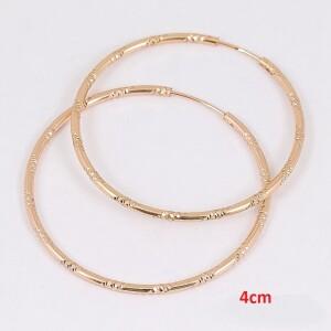 Скромные серьги «Xuping» в форме колец с позолотой и сегментными насечками фото. Купить