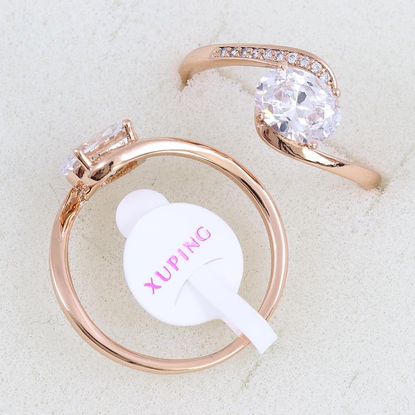 Изящное кольцо «Риголетто» с овальным бесцветным камнем в позолоте от Xuping купить. Цена 175 грн