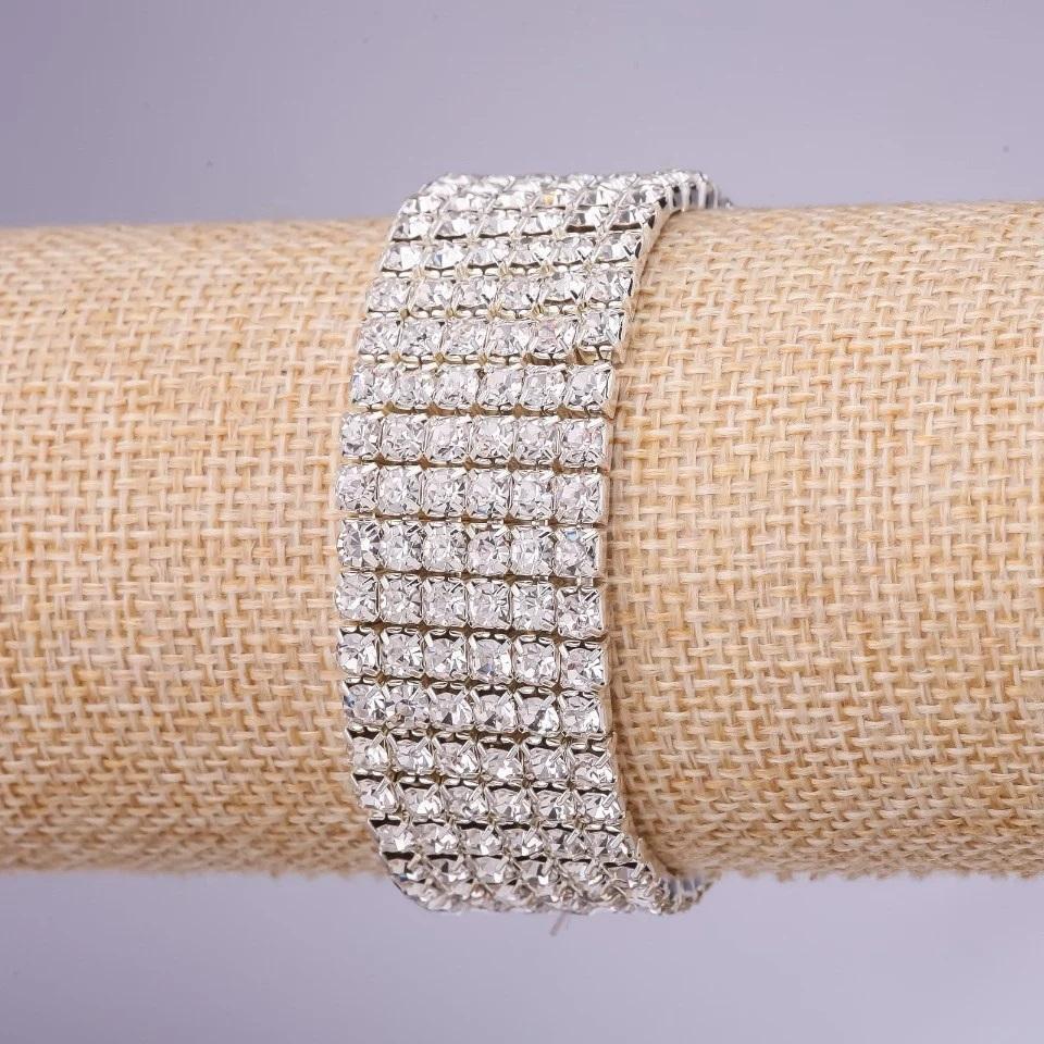Свадебный браслет с рядами из блестящих страз на резинке купить. Цена 145 грн