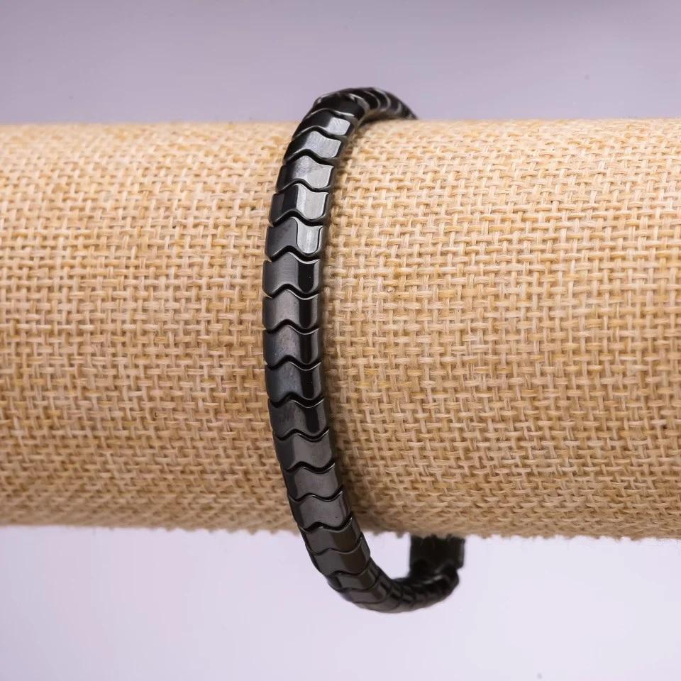 Чёрный браслет на резинке из фигурных звеньев из гематита купить. Цена 135 грн