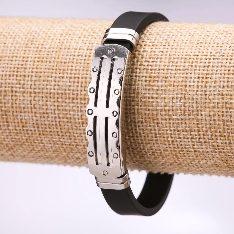 Мужской браслет «Тамплиер» из каучука с металлической вставкой с изображением креста купить. Цена 165 грн