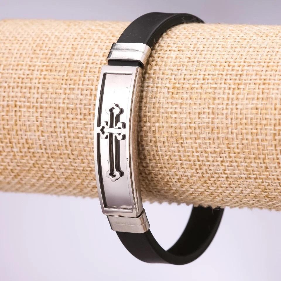 Красивый браслет «Крестоносец» из чёрного силикона с металлическими вставками купить. Цена 165 грн