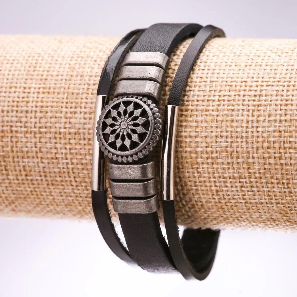 Отличный браслет «Ярило» из трёх полос кожи с металлическими вставками купить. Цена 145 грн