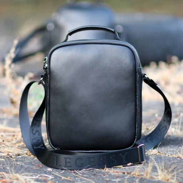 Лаконичная мужская сумка «Legessy» из гладкой итальянской кожи чёрного цвета фото. Купить