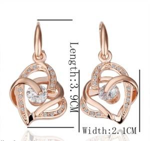 Элегантные серьги «Два сердца» с бесцветными фианитами на замочке-крючке фото. Купить