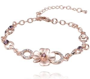 Браслет «Лютик» с напылением под розовое золото и сиреневыми и бесцветными стразами купить. Цена 210 грн или 660 руб.