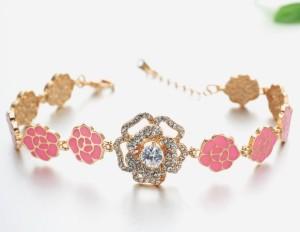 Позолоченный браслет «Розалия» с розовой эмалью и большой розой, украшенной кристаллами Сваровски фото. Купить