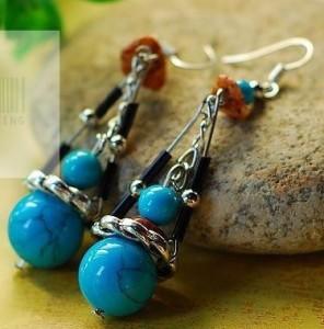 Голубые удлинённые серьги в тибетском стиле из акриловых бусин и металла купить. Цена 50 грн