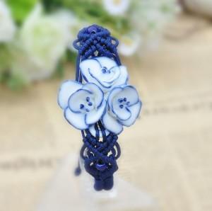 Керамический синий браслет в виде цветочка  на скользящем замке с красивым плетением из нити фото. Купить