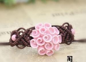 Китайский браслет в виде розового цветка из керамики ручной работы с плетением и бусинами купить. Цена 185 грн