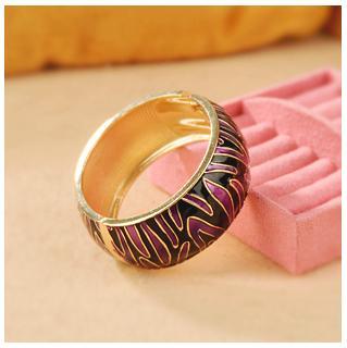 Жёсткий браслет из металла с черными и фиолетовыми волнистыми полосами из эмали купить. Цена 175 грн