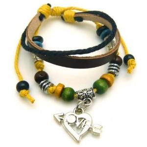 Коричневый кожаный браслет «Хиппи Стиль» с кулоном в виде сердца и цветными фенечками купить. Цена 99 грн