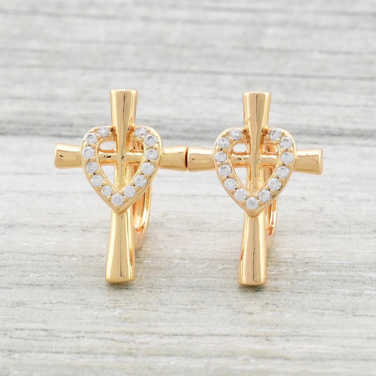 Милые серьги «Восторг» в форме крестиков с сердечком из камней в позолоте купить. Цена 150 грн