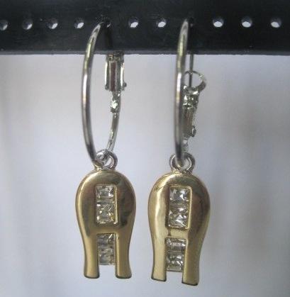 Подвесные серьги «Ani Vinnie» в виде золотой буквы с бесцветными стразами купить. Цена 69 грн