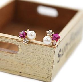 Яркие серьги «Бонита» с жемчужиной и малиновым камнем в форме звезды купить. Цена 35 грн