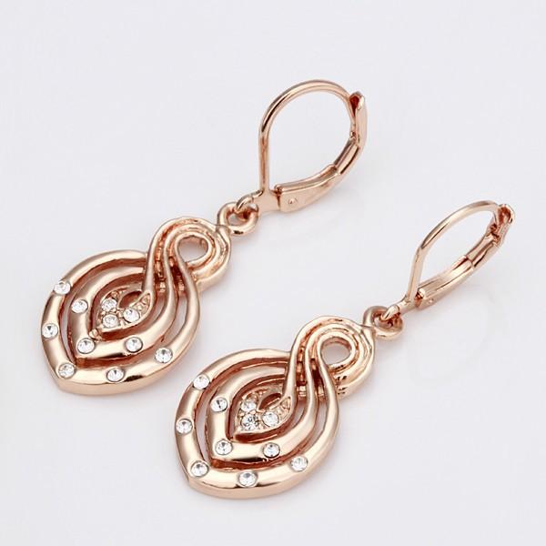 Элегантные серьги «Дама Пик» с напылением под розовое золото и французским замком купить. Цена 165 грн
