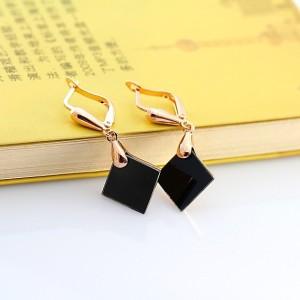 Лёгкие серьги-ромбы «Малевич» (ITALINA) с чёрной акриловой вставкой и золотым покрытием фото. Купить