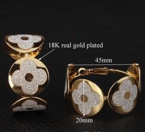 Массивные серьги «Шик-Блеск» в форме колец с серебристыми вставками купить. Цена 79 грн